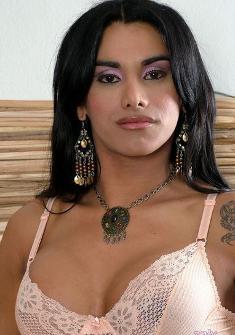 Claudia Lins